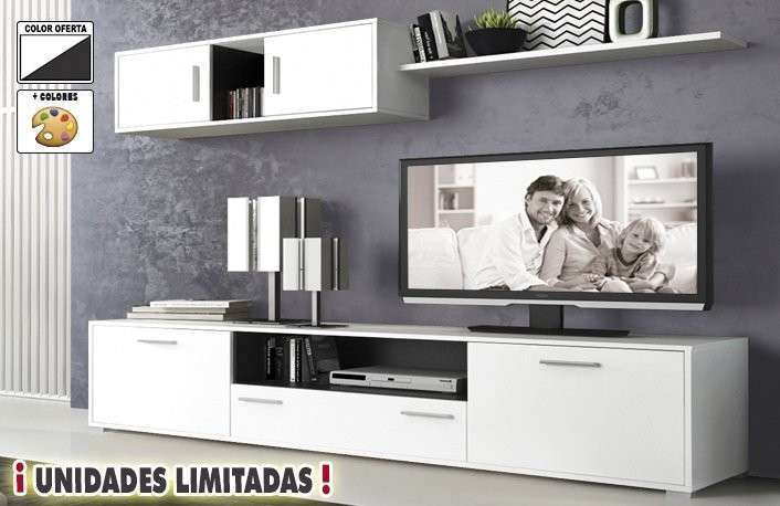 Salón moderno color blanco con altillo y estante